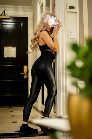 Djelia escort girls in Beverly