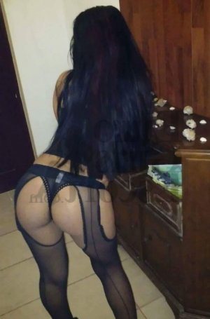 Alinda escort girl in Bethel Park
