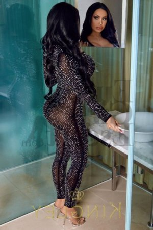Moussia escort girl in Pinecrest